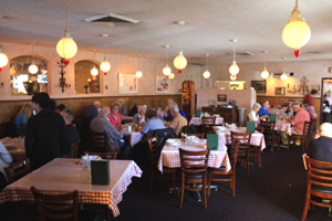 Guests dine inside the Español Restaurant on Folsom Boulevard. (Photo by Lance Armstrong)