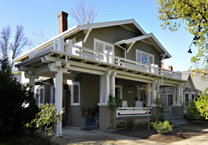 Curtis Park reflects a remarkable collection of period houses built between 1910 and 1925 that at the peak of popularity for Bungalow and Craftsman styles.