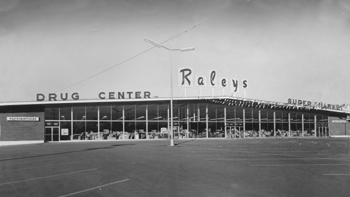 Raley's supermarket at 4850 Freeport Blvd. is shown in this c. 1958 photograph. (Photo courtesy of Raley's Archives)