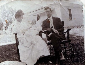 Genevieve Moore is shown with her parents Delbert and Effie Moore in this 1908 photograph. / Photo courtesy, Genevieve Cobb