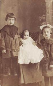 Randall, Meredith and Genevieve Moore pose for this 1913 photograph. / Photo courtesy, Genevieve Cobb
