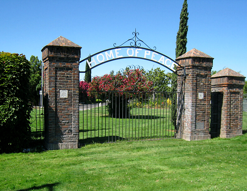 The original main gate of the Home of Peace cemetery is located at the corner of Stockton Boulevard at El Paraiso Avenue. / Photo courtesy of Robert Wascou