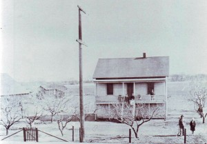The Joseph Azevedo, Sr. house is shown in this c. 1917 photograph. / Photo courtesy, PHCS