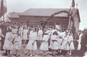 Portuguese gather to form the parade at the first Riverside Holy Ghost Festa in 1914. / Photo courtesy, PHCS
