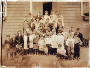Upper Lisbon School students gather for this 1918 photograph. / Photo courtesy, PHCS