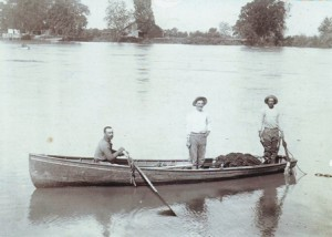 This typical fishing boat, shown in this c. 1900 photograph taken in Freeport, had a three-men capacity. Victor Dias Silva would repair and possibly construct this style of boat during his time as a Riverside-Pocket area resident. / Photo courtesy, PHCS