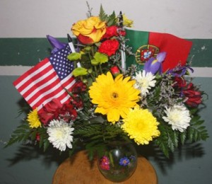 SAYING IT BEAUTIFULLY. Al and Marie Balshor brightened up the gathering with floral arrangements like the one shown above. / Valley Community Newspapers photo, Lance Armstrong
