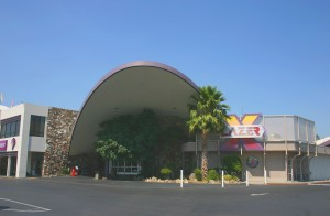 Country Club Lanes has retained much of its original exterior appearance. Photo by Lance Armstrong