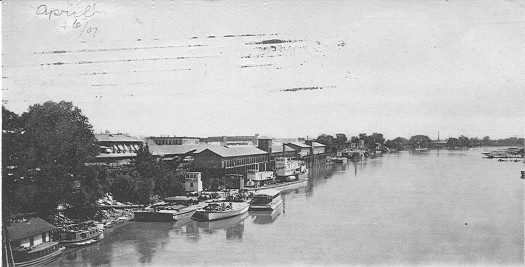 The Sacramento River waterfront is shown in this 1907 photograph, three years following a major flood that covered about 10,000 acres in the Riverside-Pocket area. Photo courtesy of the Lance Armstrong Collection