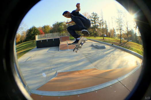 Mom thanks teen for helping her daughter at the skate park