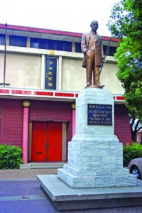 A statue of Dr. Sun Yat-sen stands in front of the Sun Yat-sen Memorial Hall in this 2007 photograph. Photo by Lance Armstrong