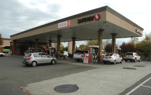 The Safeway Gas Station at Natomas Town Center on Del Paso Road is very busy. Photo by Greg Brown