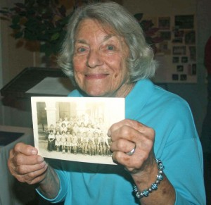 Joyce Lee (Kranzler) Longo holds a faded photograph of her 1942 Sutter School class. \ Photo by Lance Armstrong