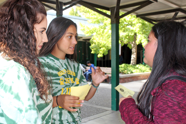 Link Crew brings students back together at JFK